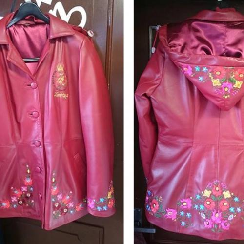 Rózsaszín, kapucnis bőrkabát